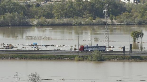 Aguas desbordadas del Ebro durante la devastadora riada que se produjo hace un año