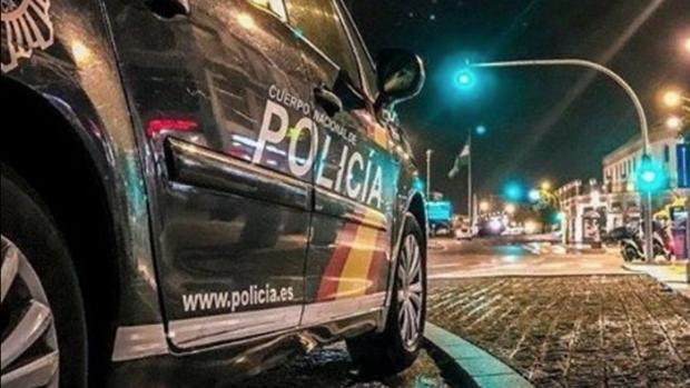 Una patrulla nocturna de la Policía Nacional