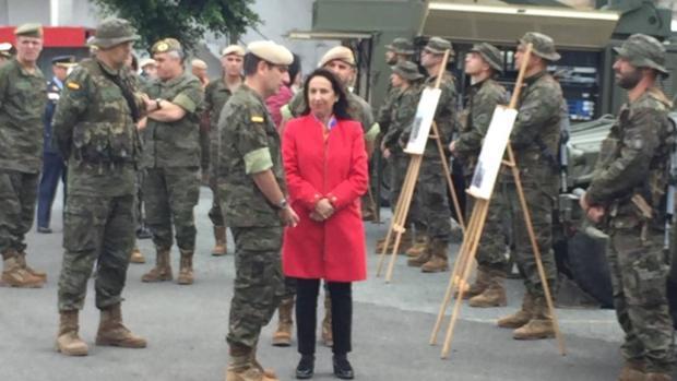 El general Venancio Aguado explica a Robles las potencialidades de Brican XVI