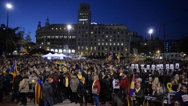 Concentración en Barcelona tras el inicio del juicio al «procés»