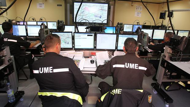 Centro de mando operativo habilitado por la UME en un simulacro