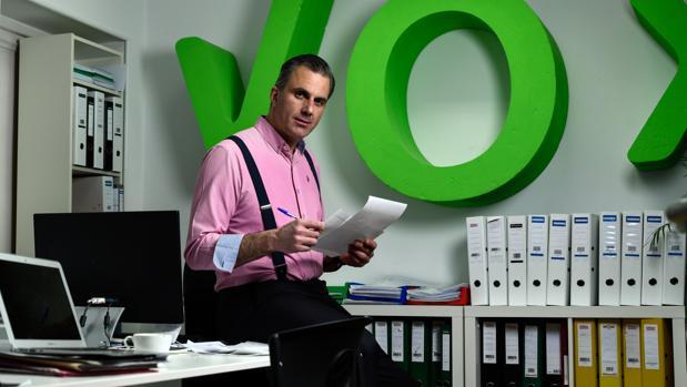 Javier Ortega Smith, secretario general y abogado de Vox, en un momento de la entrevista en la sede del partido, en Madrid