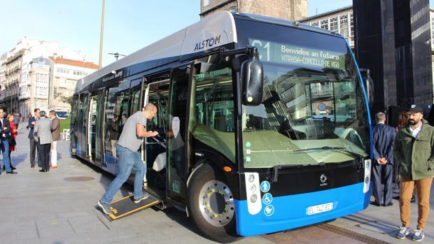 El autobús eléctrico Aptis, durante su presentación pública