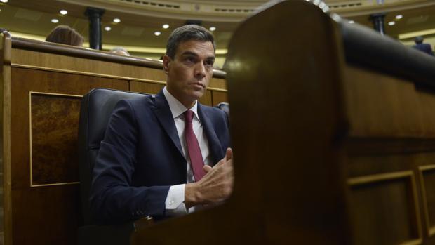 Pedro Sánchez, serio, en el Congreso de los Diputados