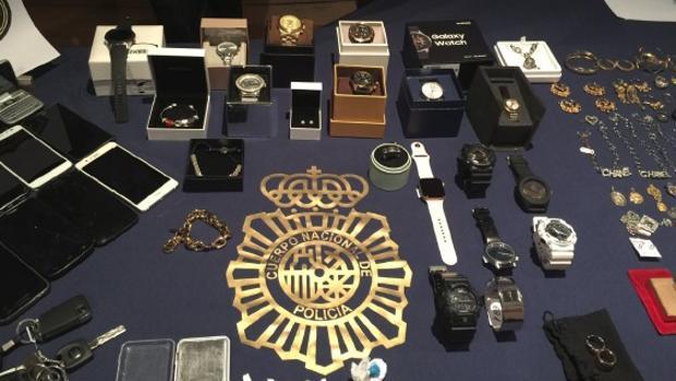 La Policía recuperó 56.000 euros en efectivo y tres relojes de alta gama