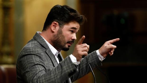 El portavoz adjunto de ERC, Gabriel Rufián, en la tribuna de oradores del Congreso
