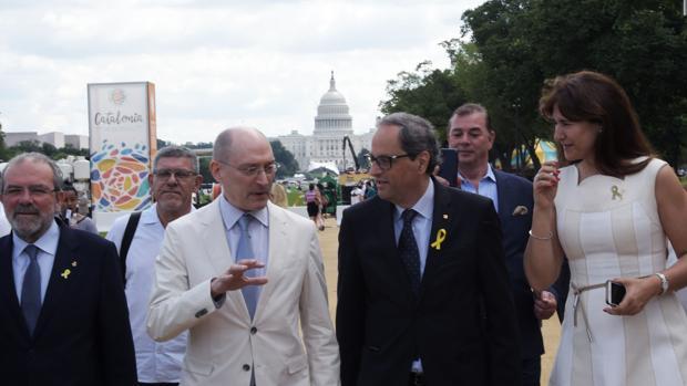Quim Torra en Washington junto al subsecretario de Museos e Investigación del Smithsonian, John Davis, en junio de 2018