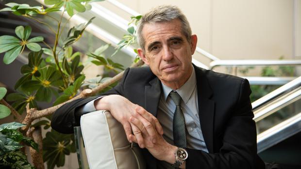 El letrado mayor del Parlamento catalán durante el punto álgido del «procés» atiende a ABC