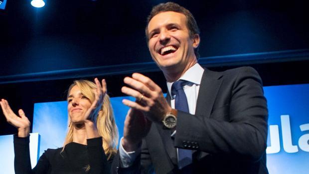 Pablo Casado con Cayetana Álvarez de Toledo, en la presentación de esta última, hoy en Barcelona