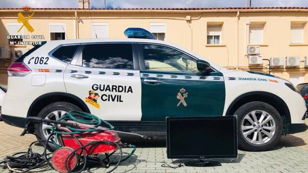Efectos recuperados por la Guardia Civil tras detener a los ladrones confesos