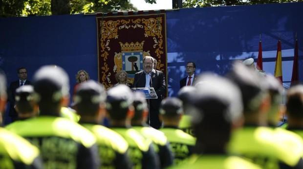 El delegado de Salud, Seguridad y Emergencias, Javier Barbero, en el día del patrón de la Policía Municipal