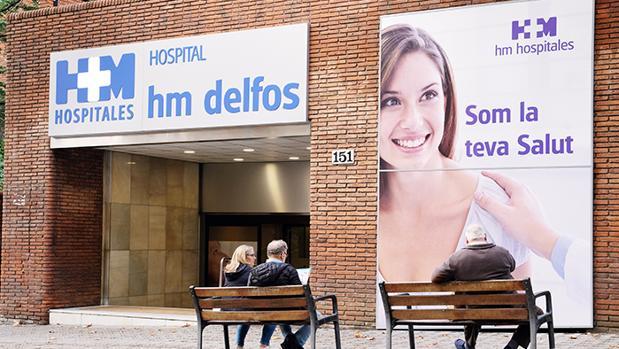 Imagen de la fachada principal de la clínica en la avenida Vallcarca de Barcelona