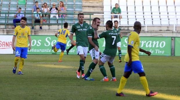 «Chato» celebra un gol que marcó a La Solana a principio de temporada