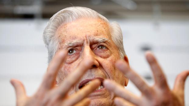 Vargas Llosa durante una de sus intervenciones en Galicia