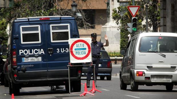 Imagen de archivo de un control de Policía en Valencia