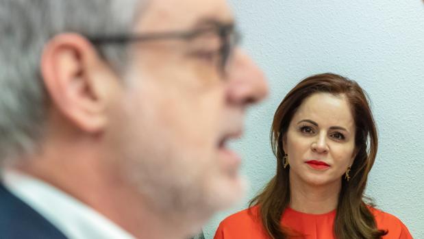 Silvia Clemente escucha a l secretario general de Ciudadanos, José Manuel Villegas, en una imagen de archivo