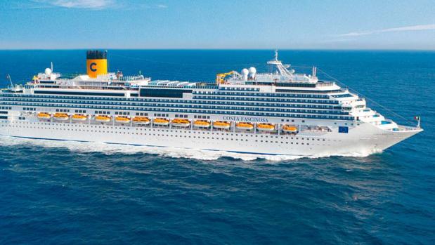 El buque Costa Fascinosa, donde se ha realizado la evacuación de urgencia