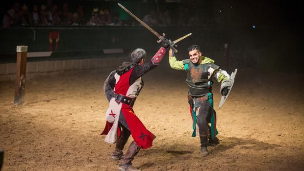 Torneo medieval con espadas en el Castillo de Alfaz