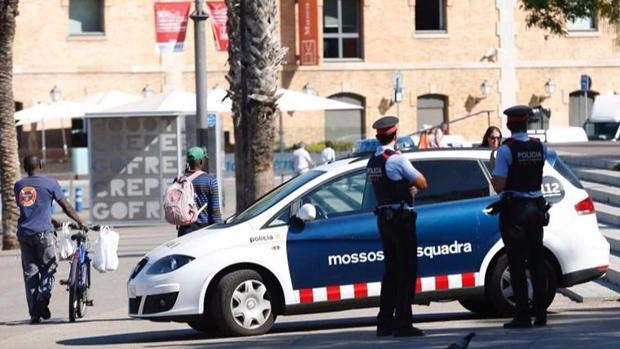 Agentes de los Mossos d'Esquadra en Barcelona
