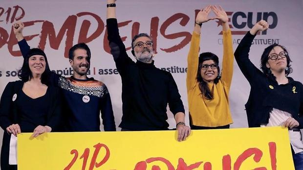 Miembros de la dirección de la CUP en un acto electoral en Barcelona