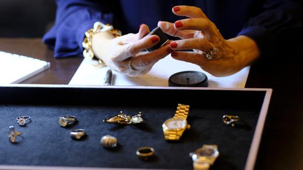 Los falsos evisores se apoderaron de joyas valoradas en 1.350 euros