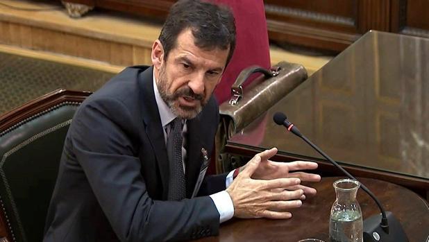 Imagen capturada de la señal institucional del Tribunal Supremo, del comisario de los Mossos d'Esquadra Ferran López, durante su comparecencia
