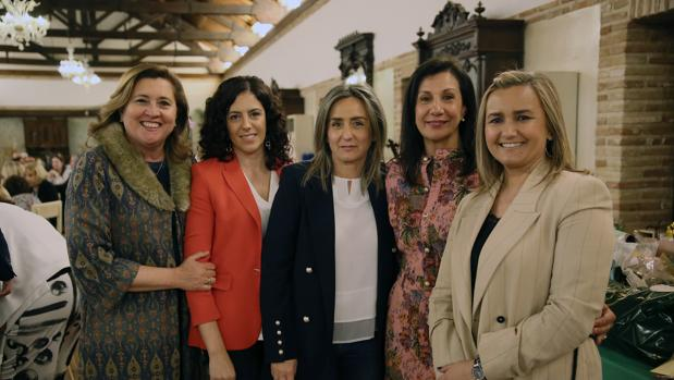 Laa alcaldesa de Toledo, Milagros Tolón, asistió a la cena acompañada por compañeros de Corporación