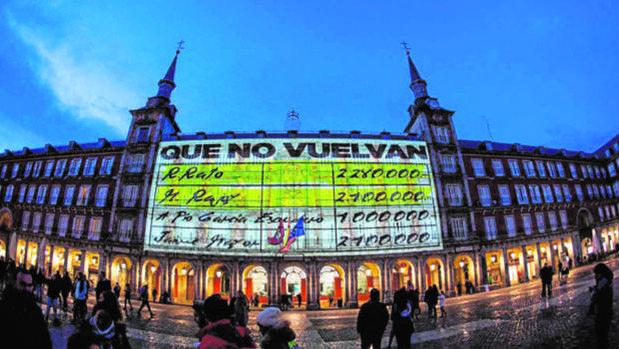 El vídeo que proyectó Podemos en la Casa de la Panadería de la Plaza Mayor antes de que comenzase la campaña electoral