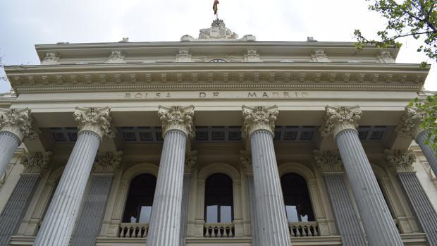 Fachada principal del palacio de estilo neoclásico