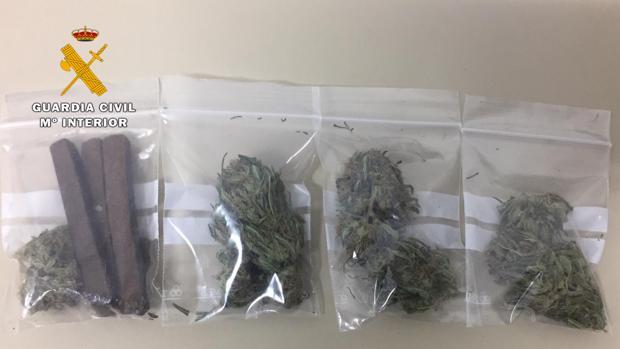 Drogas intervenidas por los agentes de la Guardia Civil al hombre detenido