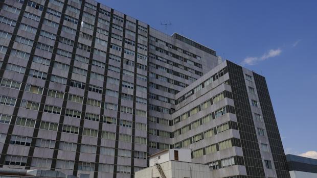 Edificio principal del hospital Universitario La Paz