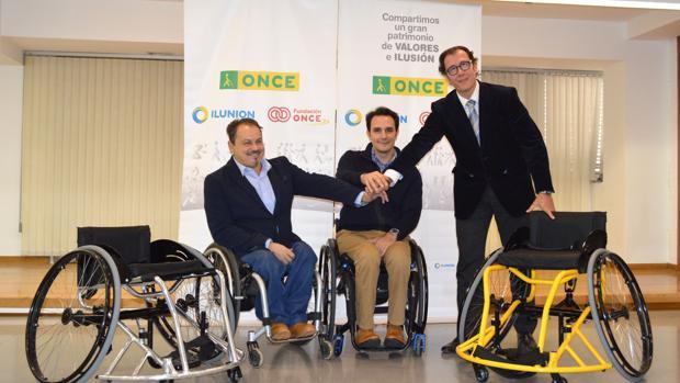 José Luis Robles Martín, en el centro de la imagen