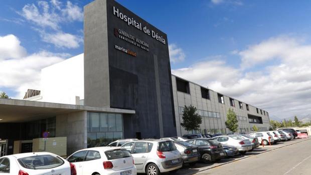 Entrada al hospital de Dénia, de gestión privada y afectado por la reversión a la Sanidad pública