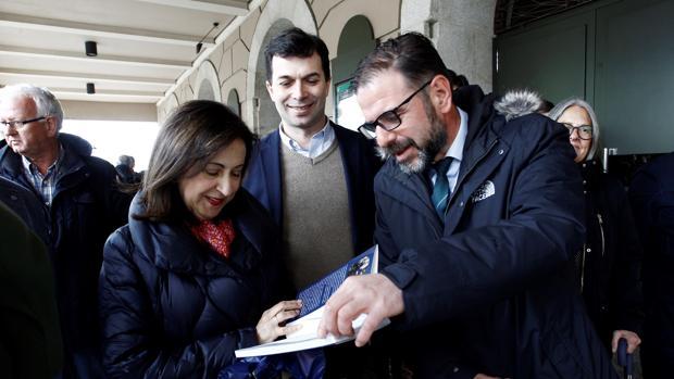 Margarita Robles, con Gonzalo Caballero, líder del PSdeG, y Ángel Mato, candidato a la alcaldía de Ferrol