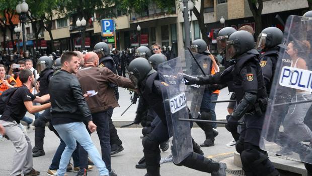 Cargas policiales el 1-O en la ciudad de Tarragona, en una fotografía de archivo