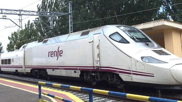 El joven fue arrollado por el tren Salamanca-Barcelona, que no para en la estación de Matapozuelos