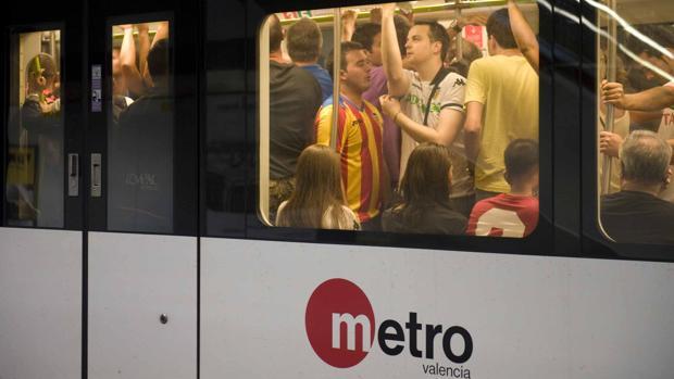 El metro de Valencia, en un día de partido del Valencia CF en Mestalla
