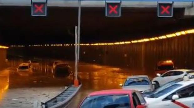 Avería por una rotura de una canalización de agua en la avenida de Logroño