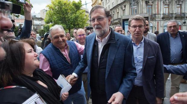 Rajoy y Feijóo durante el paseo electoral que dieron por Lugo