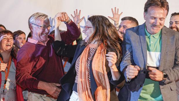 Joan Ribó y Mónica Oltra celebran el resultado de Compromís