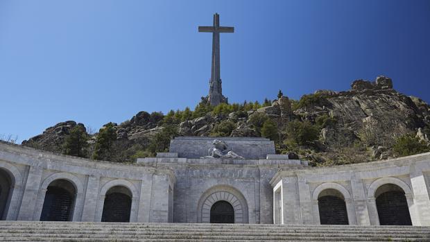 El TC rechaza paralizar la exhumación «in extremis» al inadmitir el recurso de los Franco