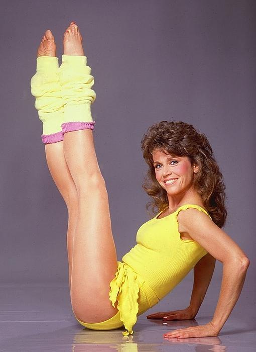 Jane Fonda en plena sesión gimnástica