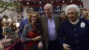 Don Juan Carlos visita por sorpresa, y por primera vez, el Rastrillo Nuevo Futuro