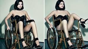 Kylie Jenner incendia las redes sociales al posar en una silla de ruedas