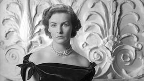 Deborah Mitford, la duquesa fan de Elvis que tomó el té con Hitler y bailó con JFK