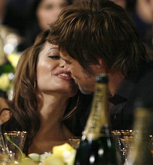 Angelina y Brad, en un tierno momento