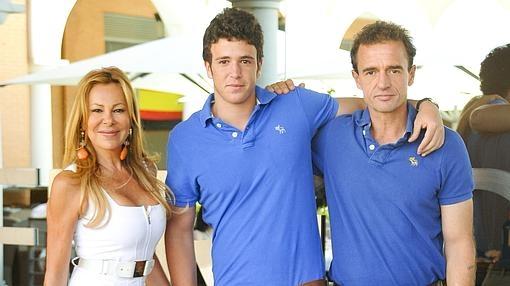 Alex Lequio con su padres