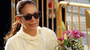 Isabel Pantoja sale del hospital tras someterse a un aumento de pecho y una reducción de abdomen
