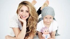 La cara más solidaria de Shakira con niños enfermos de cáncer