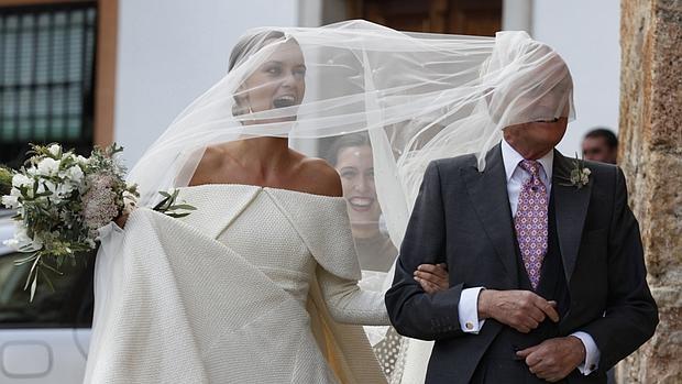 Divertida imagen de lady Charlotte Wellesley y el duque de Wellington a su llegada a la iglesia